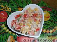 Салат овощной с манго и куриным филе