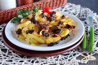 Картофель с грибами, запечённый в сметане
