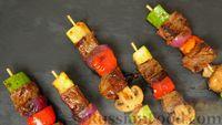 Мясо с овощами на шпажках, с острой чесночной глазурью