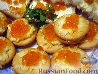 Закуска на крекерах с красной икрой или семгой