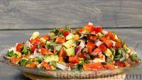 Овощной салат с авокадо и оливками