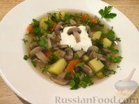 Суп с шампиньонами и зеленым горошком