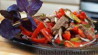 Мясной салат с овощами и гранатовым соусом