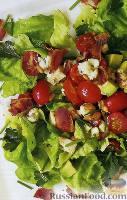 Салат «Кобб» с курицей и свежей зеленью