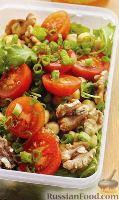 Салат с томатами, нутом и рукколой