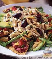 Салат с курицей, фасолью и авокадо