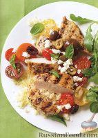 Куриное филе с салатом из помидоров и оливок