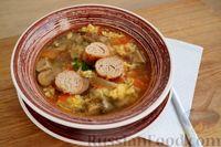 Грибной суп с томатами, яйцами, сыром и хлебом