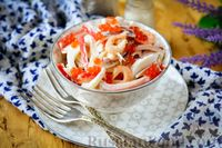 """Салат """"Морской"""" с кальмарами, креветками и крабовыми палочками"""