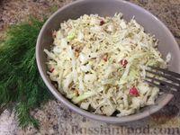 Салат из белокочанной капусты, яблок и грецких орехов