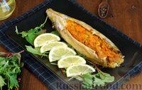 Запечённая скумбрия в духовке, фаршированная морковью и луком