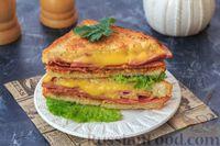 Сэндвич с жареной колбасой и чипсами