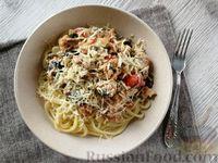 Спагетти с консервированным лососем и овощами