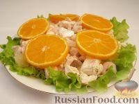 Салат из креветок с курицей и ананасами