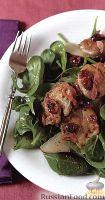 Теплый салат из свинины с грушей и клюквой