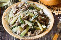 Салат с куриной печенью, огурцом и жареным луком