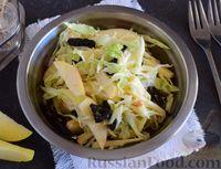 Салат из капусты, яблока и чернослива