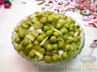 Салат из горошка,  солёных огурцов и маринованного лука