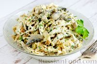 Салат с курицей, грибами и яичными блинчиками