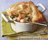 Курица и овощи, запеченные в соусе под слоеным тестом