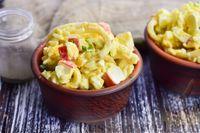 Салат с крабовыми палочками, кальмарами и рисом