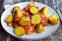 Куриные крылышки в томатном соусе, с картошкой