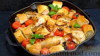 Курица, запечённая с хлебом, помидорами, чесноком и беконом