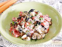 Салат с жареными баклажанами, помидорами и яйцом