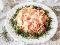 Салат с помидором, сыром, яйцом и зеленью