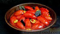 Пикантные маринованные помидоры с перцем, чесноком и базиликом