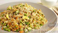 Рис по-тайски, с курицей, овощами и жареным яйцом