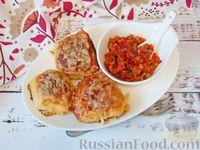 Картофельные котлеты с мясной начинкой и томатным соусом