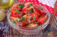 Салат из помидоров с имбирем и базиликом