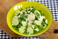 Салат из огурцов с зеленью и кунжутом