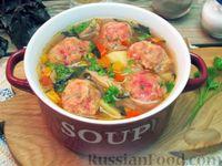 Куриный суп с овощами и свекольными клецками