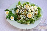 Салат с огурцами, консервированным горошком и яйцами