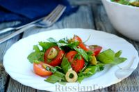 Салат из помидоров с щавелем, базиликом и оливками