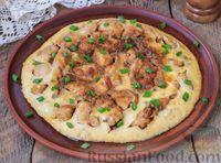 Омлет с курицей, луком и соевым соусом