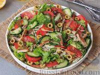 Овощной салат с жареным мясом и оливками