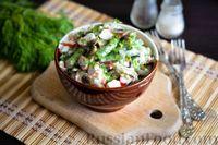 Крабовый салат с шампиньонами, стручковой фасолью и яйцом