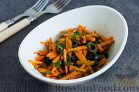 Салат из моркови с маслинами и зеленью
