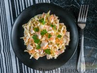 Капустный салат с мясом, морковью и маринованным луком