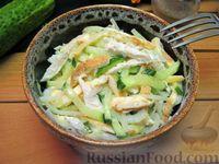 Салат с курицей, огурцами и омлетными блинчиками