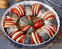 Скумбрия, запечённая с помидорами и луком