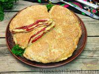 Вафельный бризоль с колбасой, помидорами и сыром