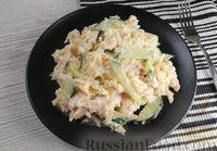 Салат с жареной курицей, огурцом и сыром