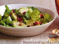 Салат из брюссельской капусты с беконом и орехами