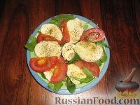 Салат-закуска с рукколой, валерианой и моццареллой