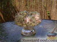 Простой салат с тунцом и огурцами