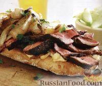 Сэндвич из чиабатты с мясом и луком